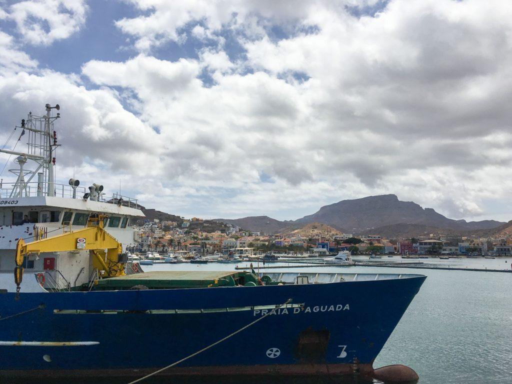 サン・ヴィンセンテ島に戻ってきました~。フェリーから見えるミンデロの街並み。