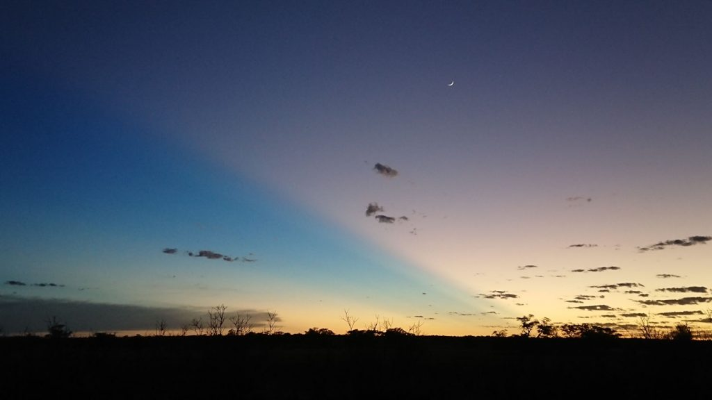 1月2日の日の出前の風景です。中途半端なデジカメよりもスマホの方がきれいな写真が撮れるようです。