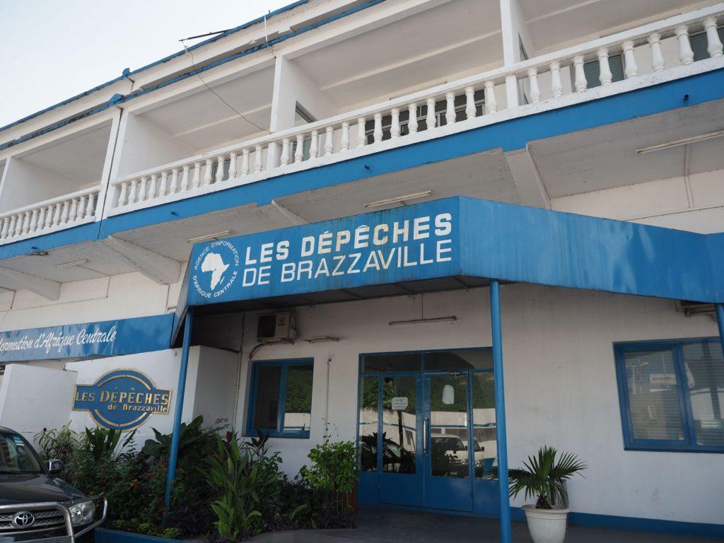 ブラザヴィルを色々と市内観光。まずは、この国でNO.1シェアを誇る『LES DEPECHES de Brazaville』という新聞社へ。