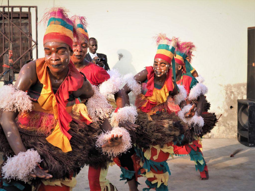 ルンバ・コンゴリーズのリズムに乗せて激しいダンス!
