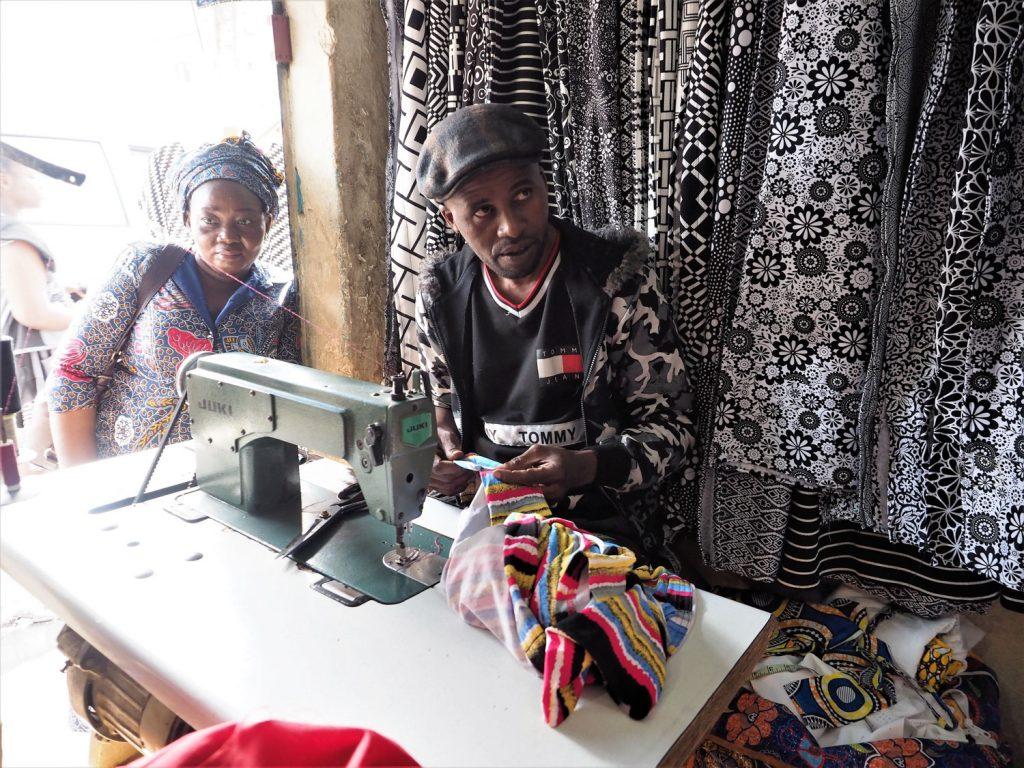 仕立て屋は西アフリカのセネガル人やベナン人多し。