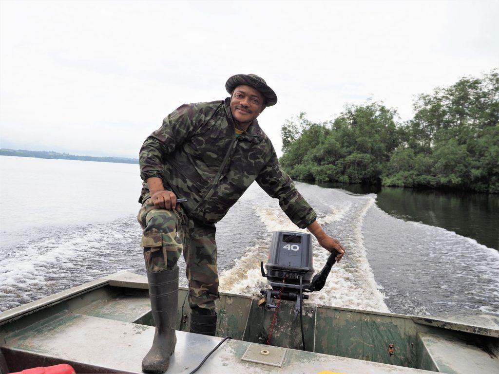 森の管理長自らボートを操舵してくれました。