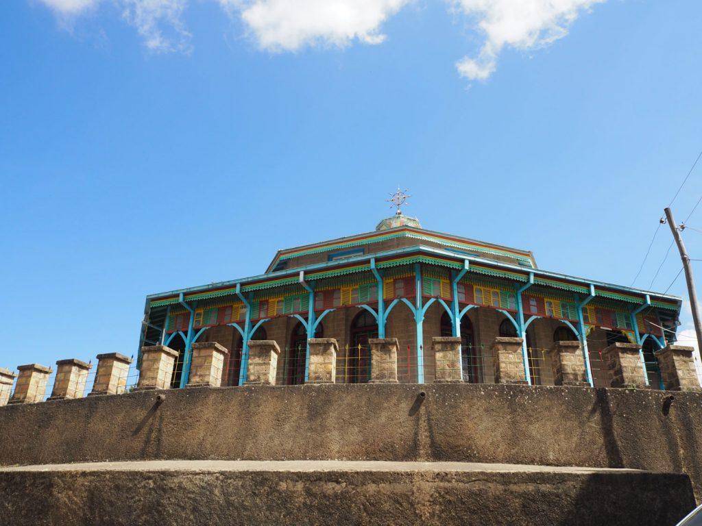 皇帝メネリク2世が奥様の為に、アディスアベバに都を遷都した際につくった王宮があるマリアム教会。温泉が好きな奥様の為に、アディスアベバに移したそうです。何とも、奥様への愛を感じますね。
