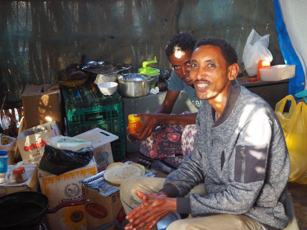 キャンプ中、美味しいご飯をいつも用意してくれたコックのアベベ。「料理は僕の趣味!」と誇らしげに料理をする笑顔が印象的でした。