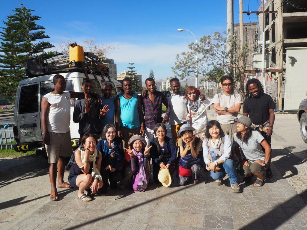 私たちの旅を支えてくれたスタッフ。アムセグナッロ―(ありがとう)! 決しておしゃべりではないのですが、優しい心を持つ彼らなくしては、私たちのエチオピアでの旅は無かったと思います。