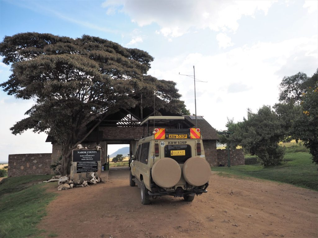 ナイロビから6時間走って到着!『マラ・トライアングル』エリアの入り口ゲートです。