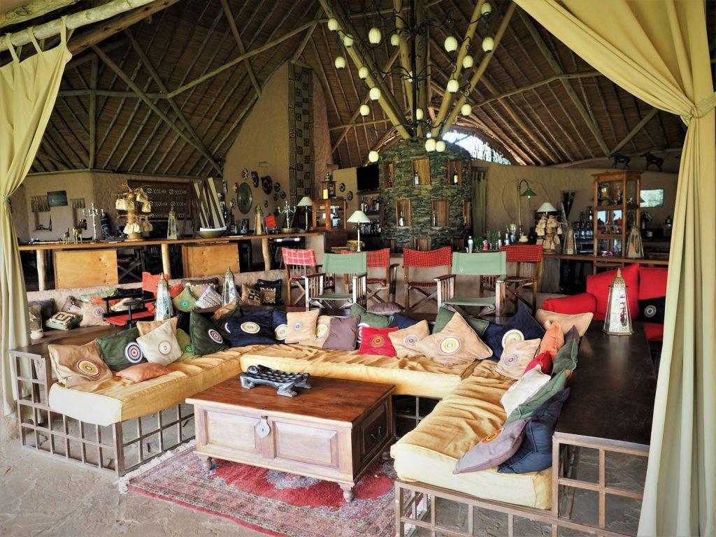レストラン、リビングは大きなテントを活用して、広くゆったり作られています。
