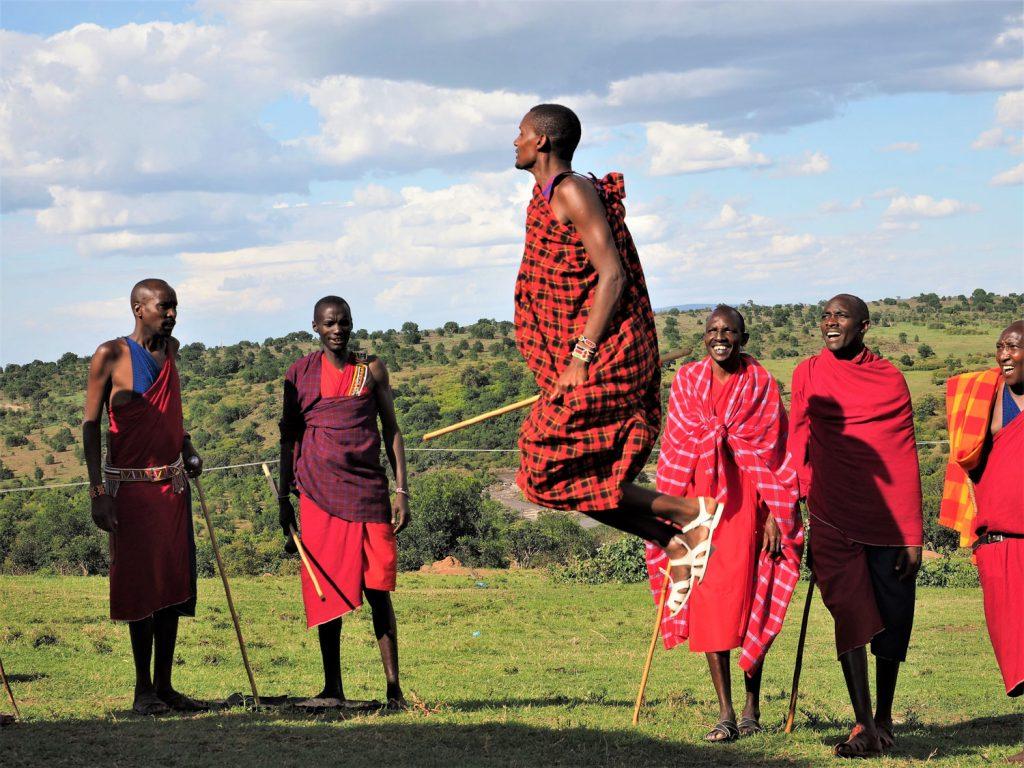 再び、マサイ・マラへ。途中に、マサイの人達の村も訪問しました。