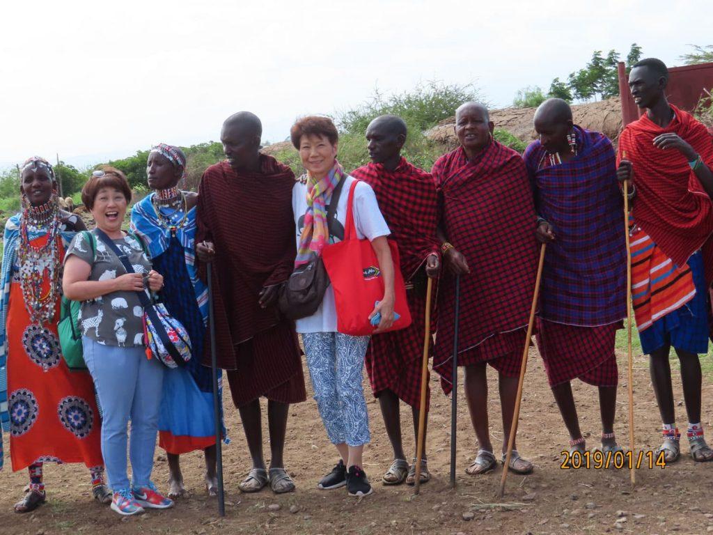 マサイ村訪問💛 アンボセリ・セレナ・ロッジ近くのマサイ村に行きました。一緒にウェルカムダンスを踊り、生活を見せてもらいました。学校にも行き子供たちとも触れ合えました♪