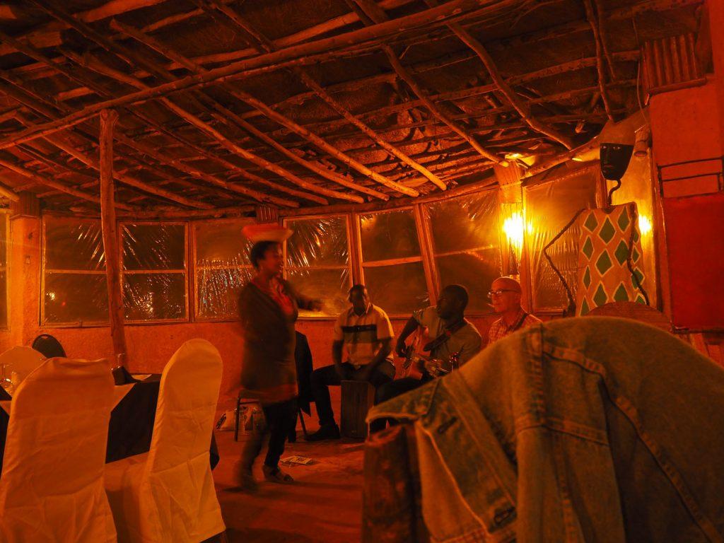 レストランでの生演奏。哀愁漂うセネガル音楽を楽しんだ夜。