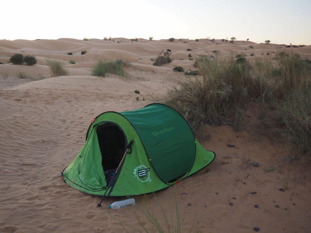 テントはワンタッチ式、撤収にコツが要りますが扱いは簡単です