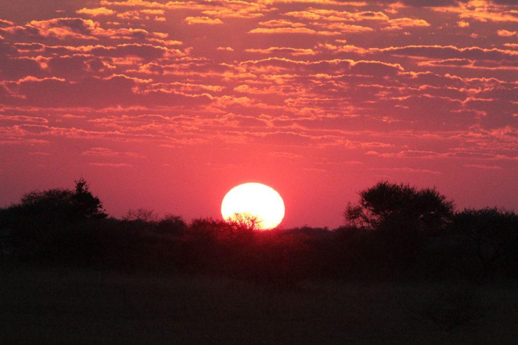 アフリカで見る夕日はいつも美しいです