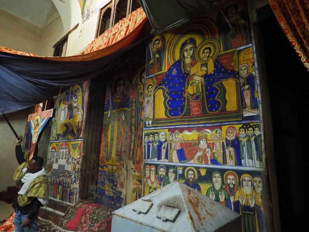 シオンの聖マリア教会内、ファシリダス帝によって築かれた女人禁制の修道院内部