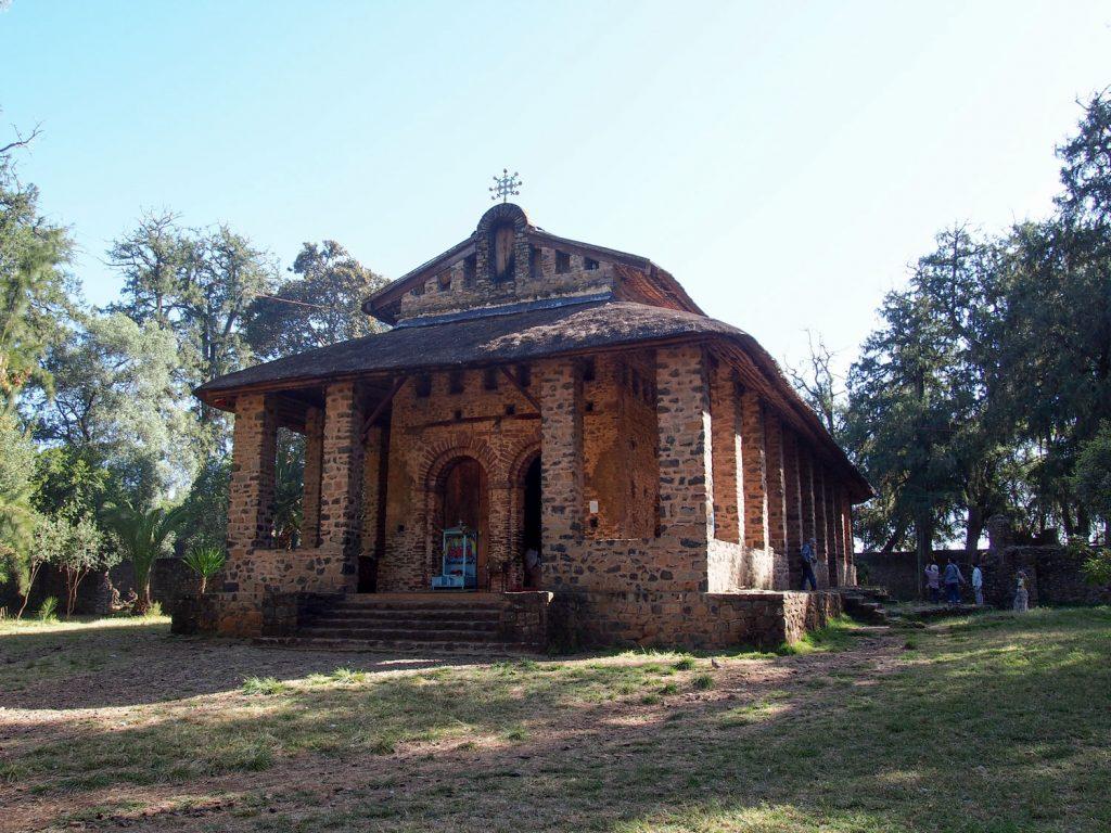 イスラム教徒勢の焼き討ちから、ミツバチの群れによって守られたといわれる奇跡の教会、デブレ・ブレハン・セラシー教会