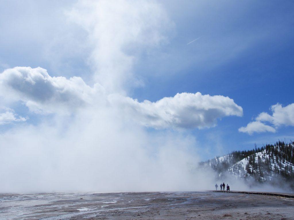 イエローストーンの熱水泉で代表的なのがグランドプラズマティックスプリング。