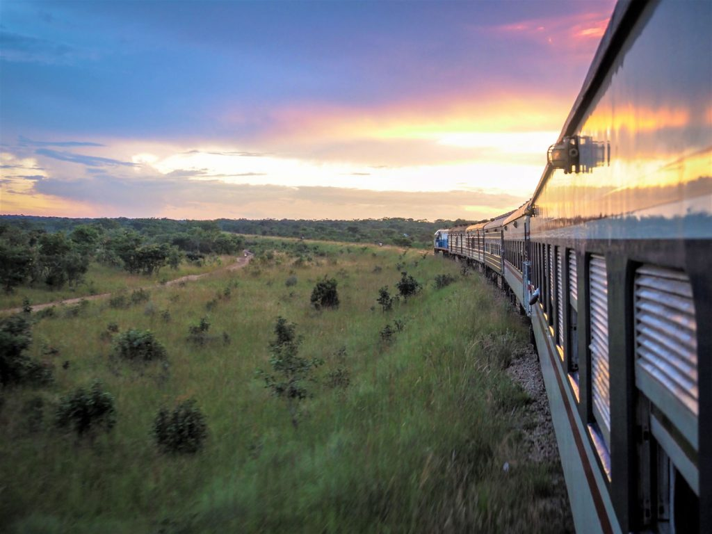3日目の夕暮れ時、だんだん列車の旅も終わりが近づいてきました。