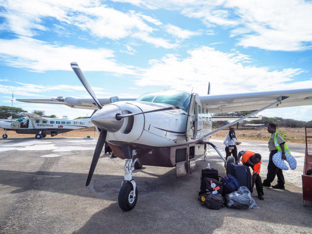 ケニアの首都ナイロビに到着後、小さなプロペラ機に乗り換えて、スワヒリ海岸へと向かいます。