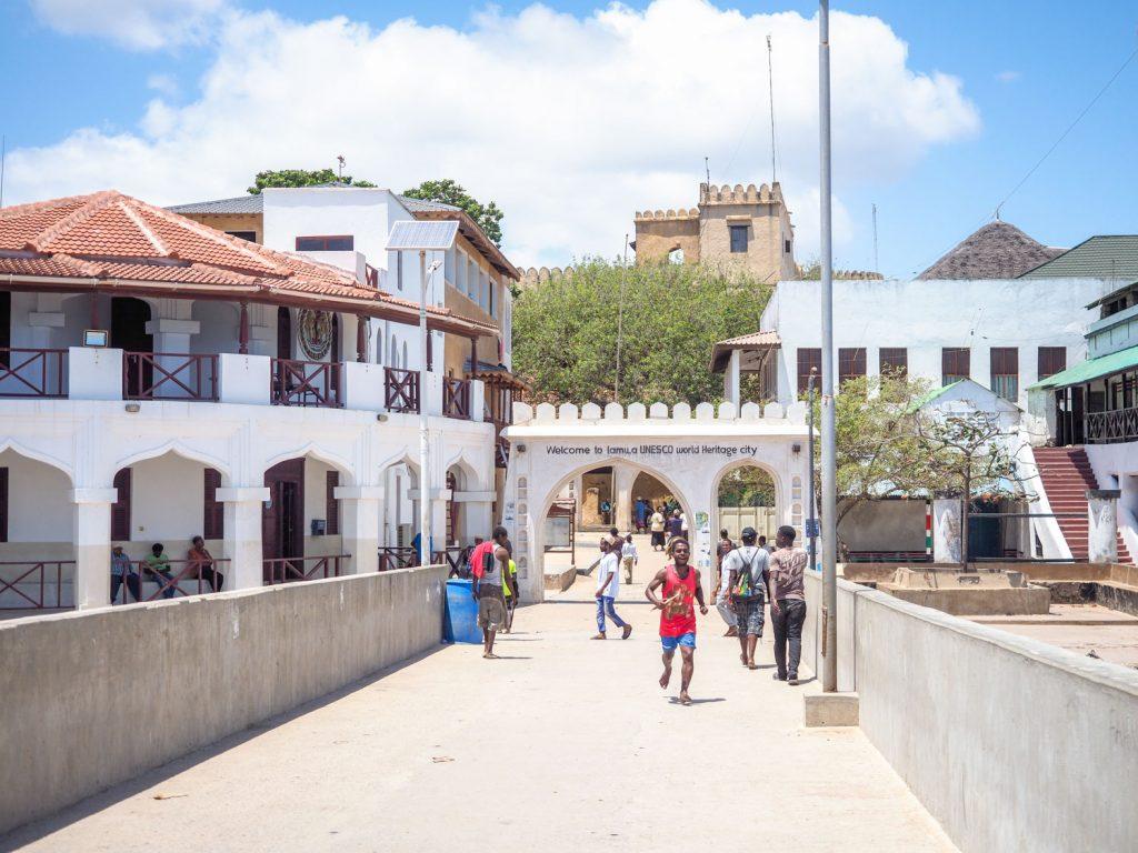 ラム旧市街はユネスコの世界遺産にも登録されています。ポルトガル占領時代に建設されたオールド・ポート(砦)を中心に石造りの街が広がります。