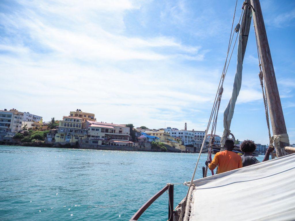 スワヒリ海岸、最大の港町モンバサに到着しました。