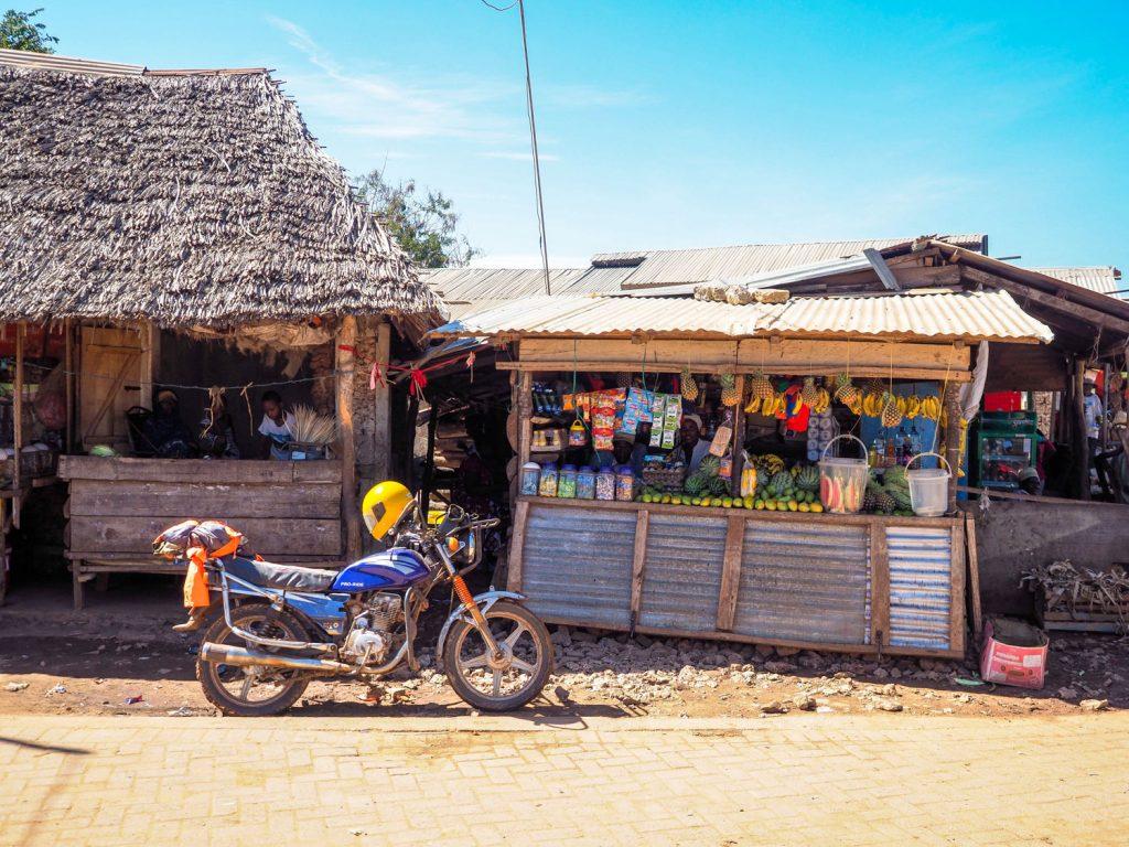 現在ではのどかな漁村といった雰囲気です。スワヒリ海岸には珍しく、人口の60%以上をクリスティアン(キリスト教徒)が占めます。