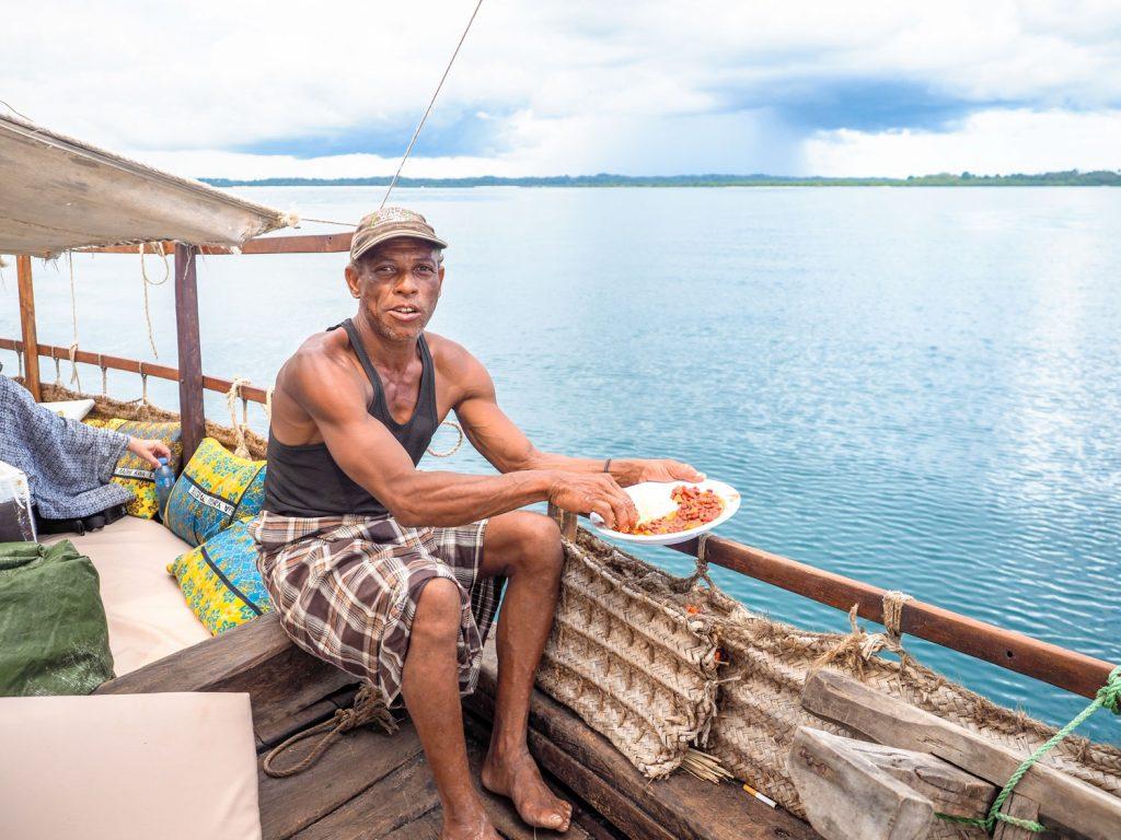 昼飯時は船上のお楽しみタイム。
