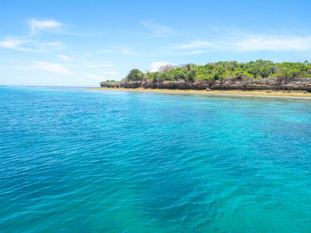 ウングジャ島に到達する前に、近くの小島でひと休み。