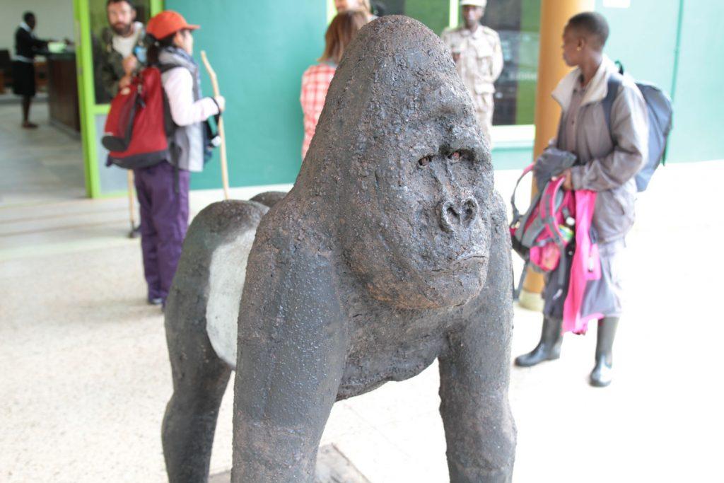 公園事務所にあるゴリラの彫像