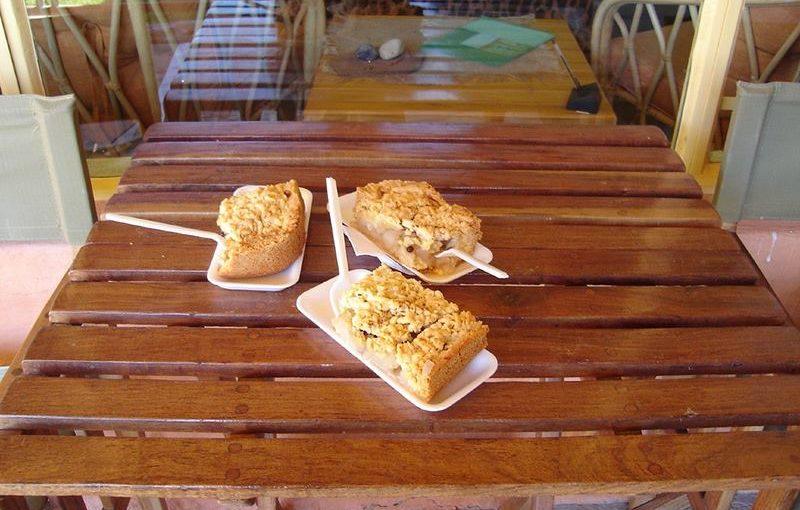 ナミビア、ソリテール名物オジサンのアップルパイ