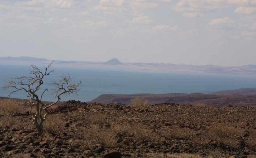 ケニア北部トゥルカナ湖畔