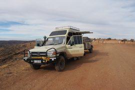 ナミビアは未舗装路が殆どなので、こんな車を利用して出発。