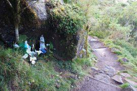 トレッキングルートのあちこちに、旅人を見守るマリア様の祠があります。
