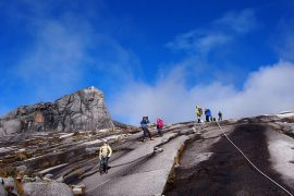 マレーシア最高峰、キナバル山登頂。ついに標高4000m越え。