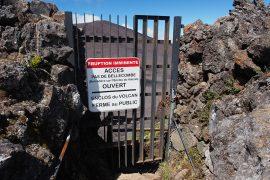 2015年5月の噴火により、第2クレーター内は立ち入り禁止でした。