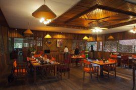 美味しいインドネシア料理が供されるダイニング。