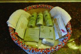 ほとんどのロッジやホテルでは石鹸やシャンプー、 ボディーソープがお部屋に置いてあります。 こちらはアンボセリ・セレナ・ロッジ。