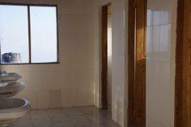 新築され、綺麗になったホロンボハットのトイレ。