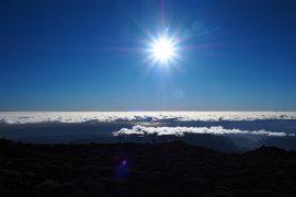 1日中、視界のどこかには雲海を望むことができます。