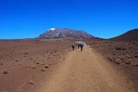 マラングルート名物、「ザ・サドル」。高地砂漠の一本道が延々と続く・・・。