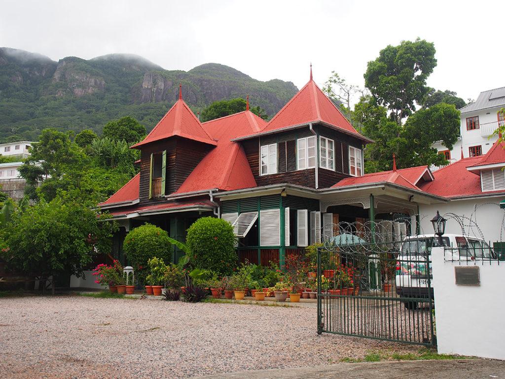クレオール建築を代表する建物で、文化遺産でもあるレストラン「マリ-・アントワネット」
