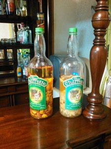 ラム酒にフルーツを漬けた、ラム・アランジェがポピュラーなアルコール飲料。
