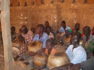 酋長お抱えのタムタム楽団で世襲制。タムタムの音は、言葉の意味を持つ。