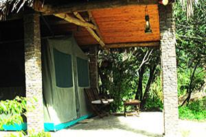 マサイマラのテントロッジ。マサイマラにはテントロッジが多いですが、基本は立派なテントですので安心滞在。