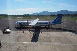 プロペラ機でバリ島からフローレス島のラブアン・バジョーへ。