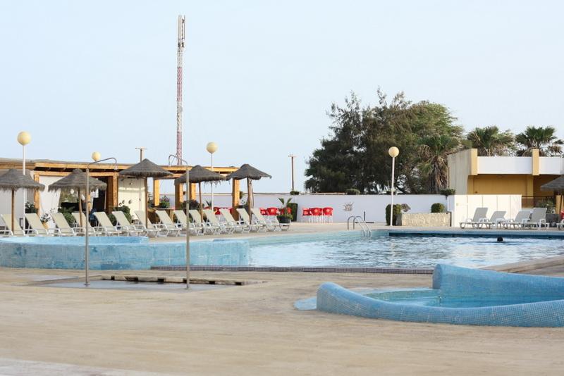 海沿いには、大型のリゾートホテルもあります。