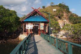 リンチャ島の国立公園事務所への入り口。