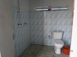 トイレとシャワー室(ただし水は手動で!)