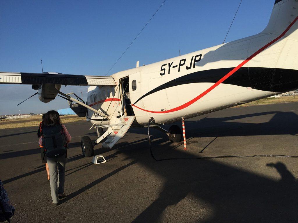 小型プロペラ機 乗客はインド、中国、日本