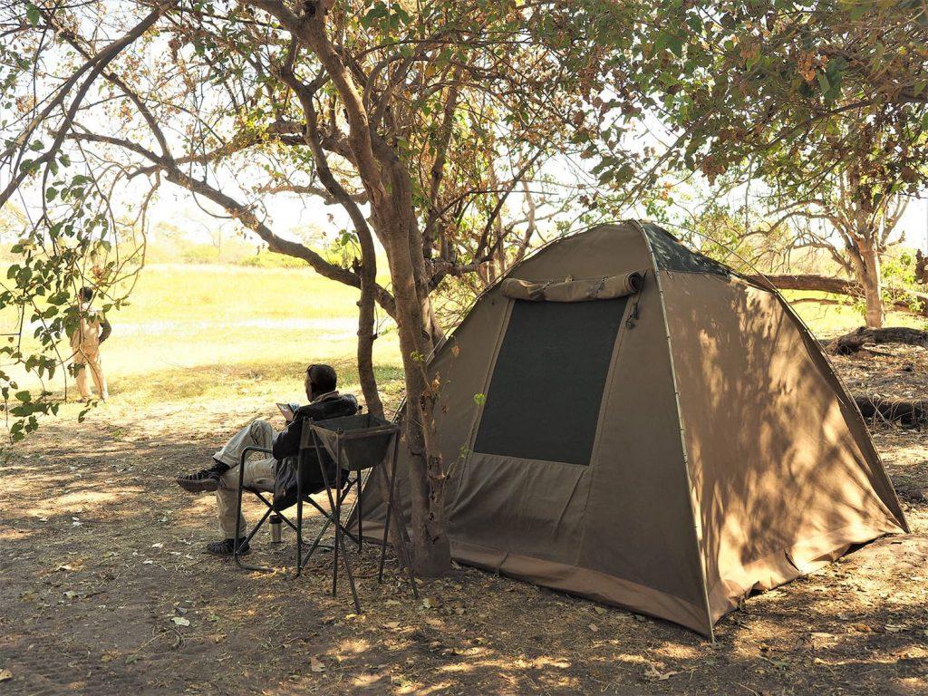 キャンプ地に到着。初日は現地入りしたスタッフたちが設営してくれていました。