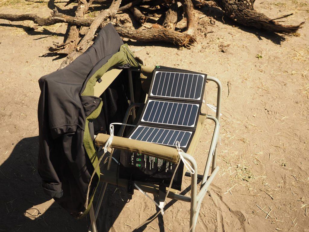電源を取ることは出来ない為、ソーラーパネルご持参の方も。太陽光はふんだんにありますので、十分に充電可能です。