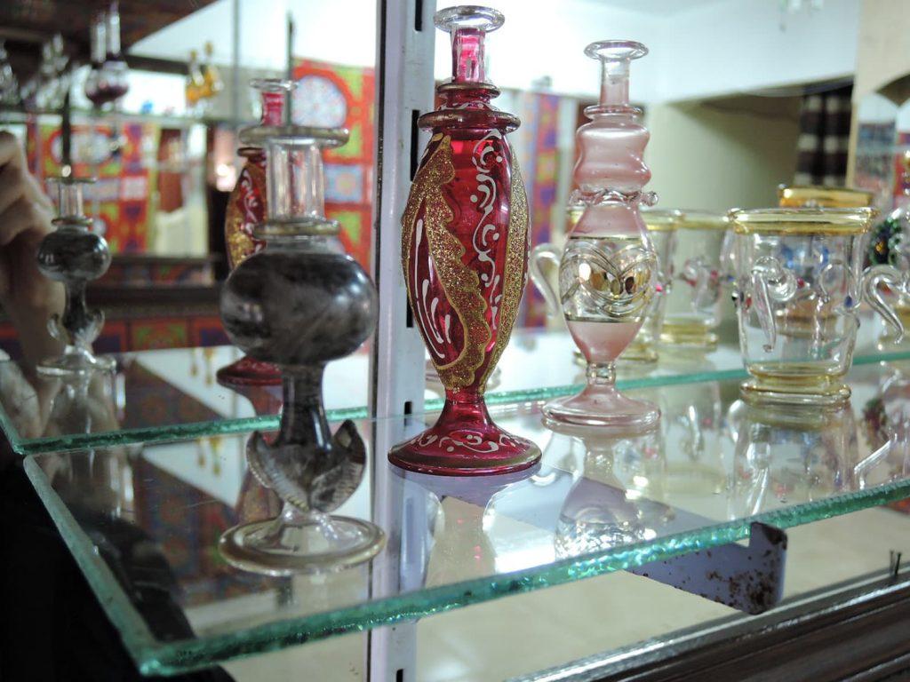 お土産の定番、美しい香水瓶